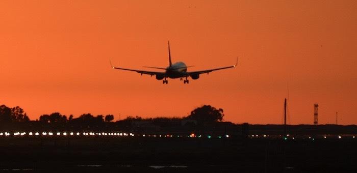 Летевший из Москвы в Горно-Алтайск самолет совершил вынужденную посадку в Казани