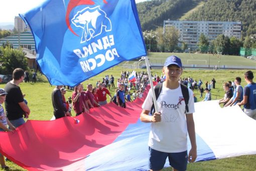 Спортивно-патриотическая акция прошла в Горно-Алтайске в День российского флага