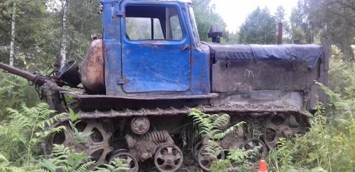 Житель Турочака едва не погиб под гусеницами трактора