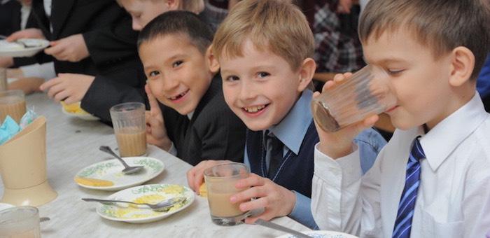 Школьников, получающих бесплатное и льготное питание, станет больше