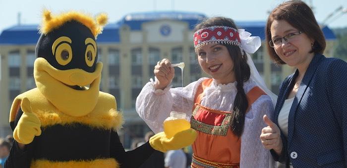 Фестиваль меда прошел в Республике Алтай