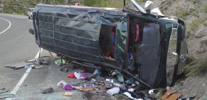 На спуске с Чике-Тамана перевернулся микроавтобус, 12 пассажиров получили травмы