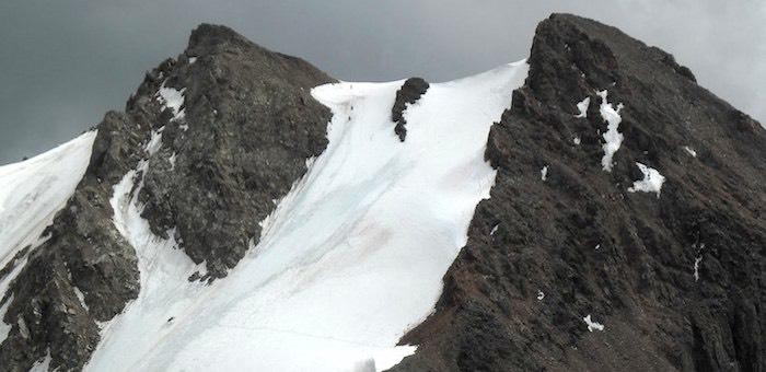 На Ак-Тру со скалы сорвались альпинисты, один из них погиб