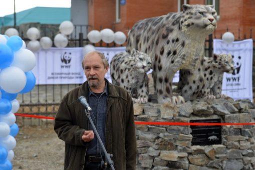 Памятник снежным барсам открыли в Кош-Агаче