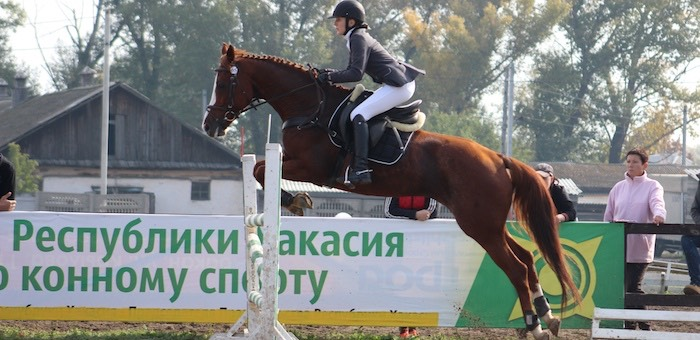Спортсменки из Горного Алтая успешно выступили на соревнованиях по конному спорту в Хакасии