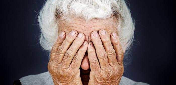 Внук обокрал 82-летнюю бабушку
