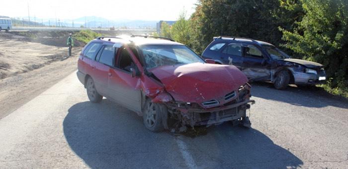 Две машины столкнулись в Майме, травмы получили три человека