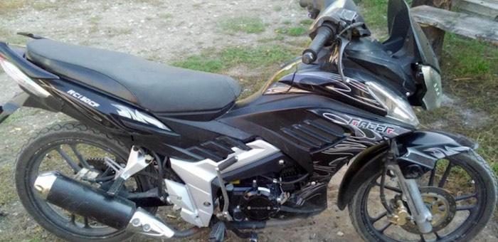 Еще один любитель езды без прав на мотоцикле попал в больницу