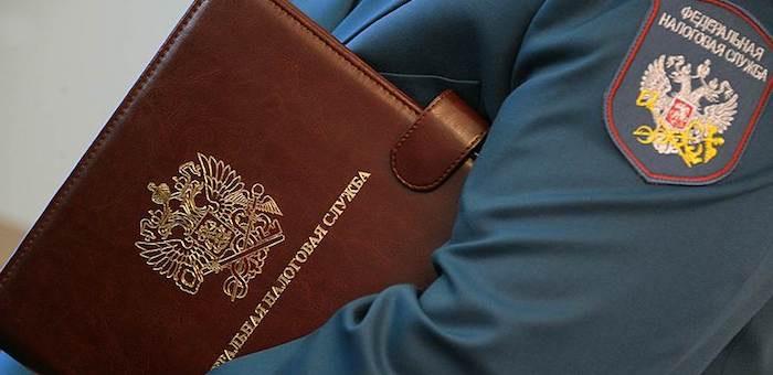 Бывшего налогового инспектора, обвиняемого в получении взяток, отправили в СИЗО
