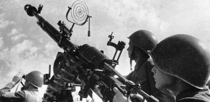 Обеспечил прикрытие переправы от авиации противника