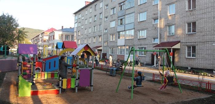 В Горно-Алтайске в рамках партпроекта открыли первый в этом году двор