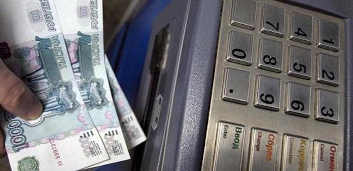 Студентка утащила из банкомата выданные не ей деньги