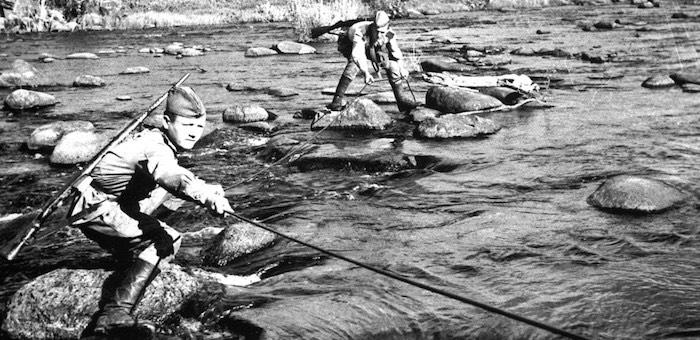 Под водой и под обстрелом противника исправил повреждения линии связи