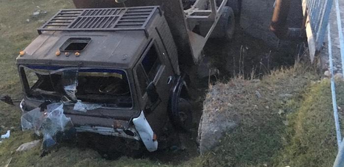 Нетрезвый житель Усть-Кана разбил КАМАЗ и покалечил пассажиров