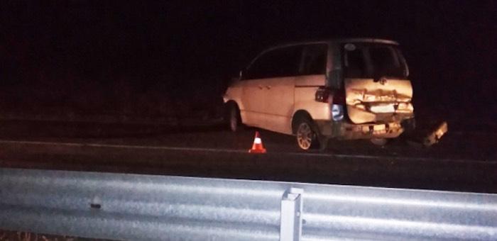 Автомобиль протаранил дорожное ограждение на Чуйском тракте