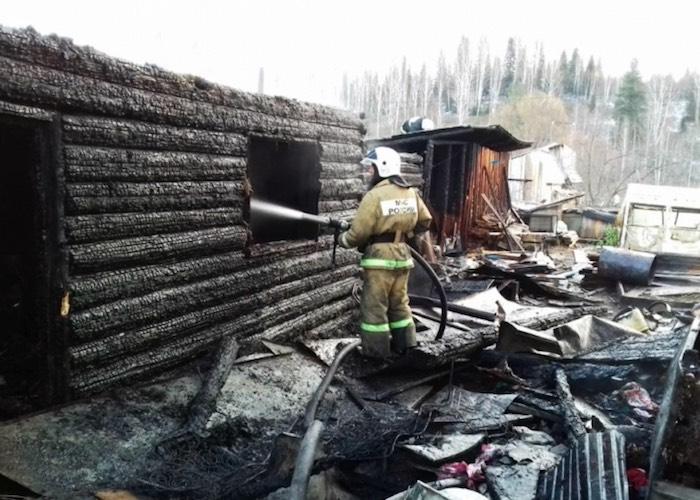 Неравнодушный сосед спас на пожаре трех человек
