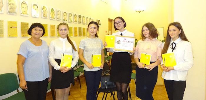 В конкурсе знатоков русского языка победила команда гимназии имени Плакаса
