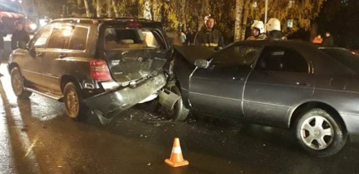 В Горно-Алтайске столкнулись три автомобиля