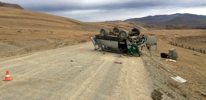 В Улаганском районе перевернулся УАЗ, два человека получили травмы