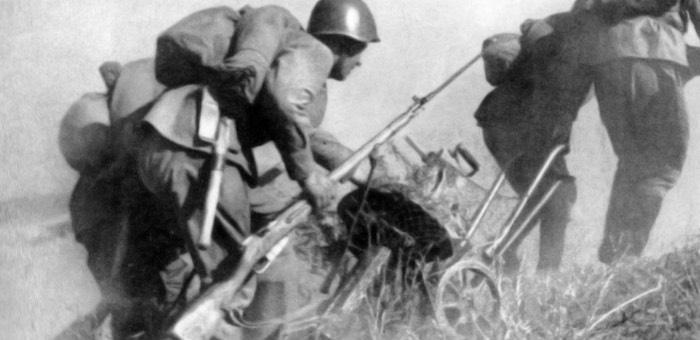 Применяя таежные навыки алтайского охотника, уничтожал фашистских зверей