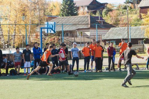 Молодогвардейцы провели турнир по мини-футболу, посвященный дню рождения Путина