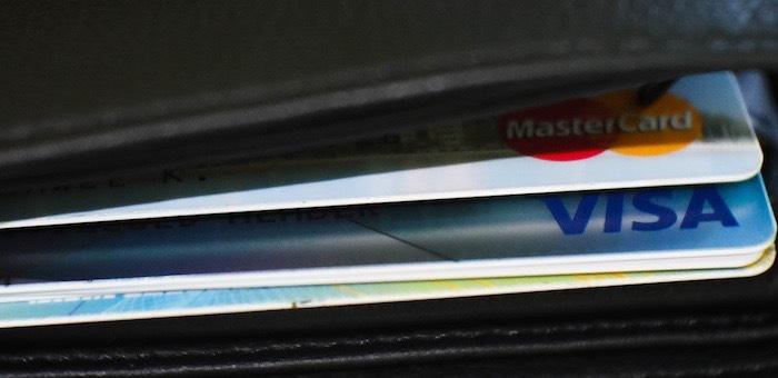 Не вынес соблазна: друг похитил с доверенной ему банковской карты почти 200 тысяч