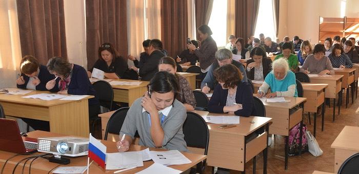 Около 400 жителей республики написали «Большой этнографический диктант»
