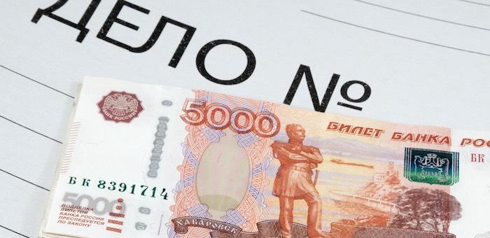 Женщина в течение года воровала деньги с банковской карты своей коллеги