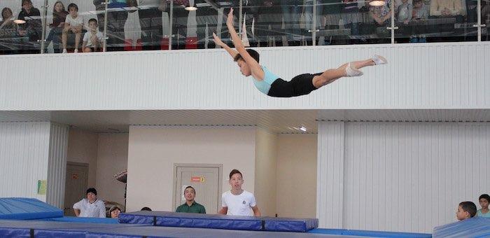 В Центре спортивной акробатики прошло первенство по прыжкам на батуте