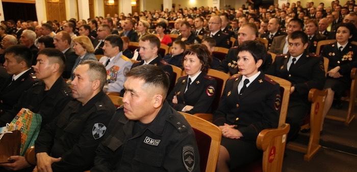 Полицейские отметили профессиональный праздник и получили награды