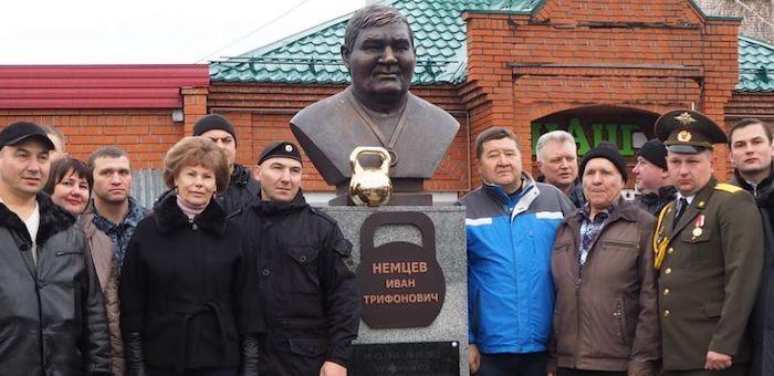 Памятник известному спортсмену Ивану Немцеву открыли в Майме