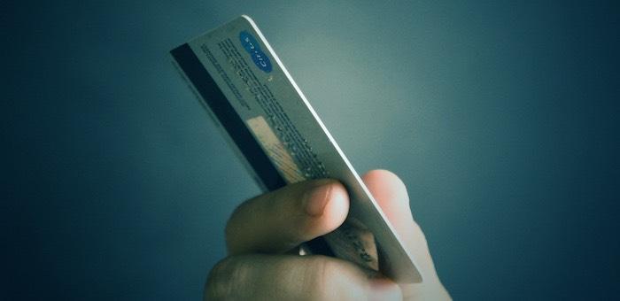 Запугали и украли все деньги с карты: телефонным мошенникам удалось обмануть очередную жертву