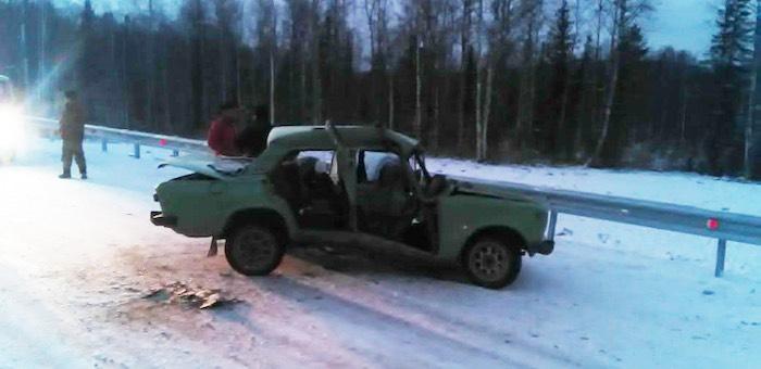 Житель Турочака разбил машину об стоявший на дороге автокран
