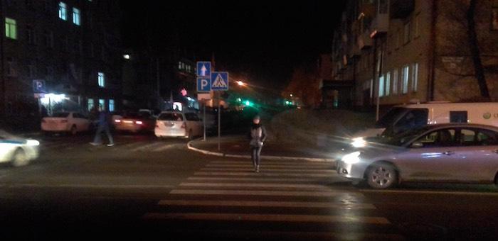 15-летнюю девушку на пешеходном переходе сбил BMW, водитель скрылся