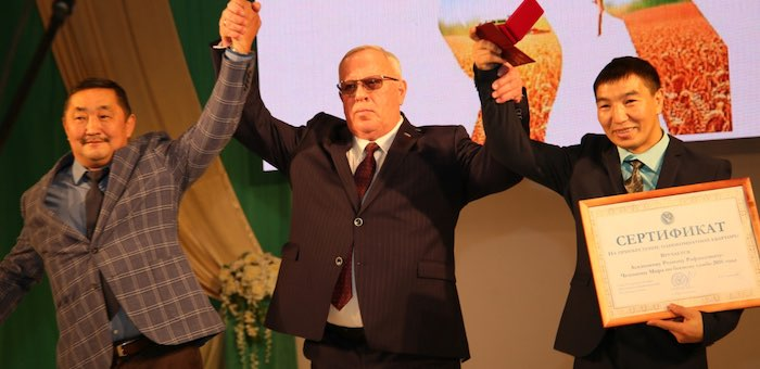 Чемпион мира Родион Асканаков получил квартиру, а Менунчи Яйтаков – «Тан Чолмон»
