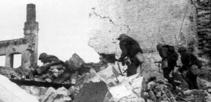 Дрался с гитлеровской бандой с исключительным мужеством и упорством