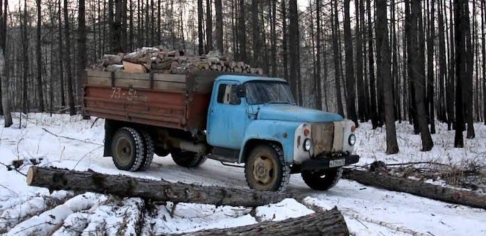 Любитель спиртного угнал грузовик, чтобы сгонять за водкой