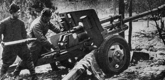 В боях у Ленинграда проявил себя смелым и решительным артиллеристом