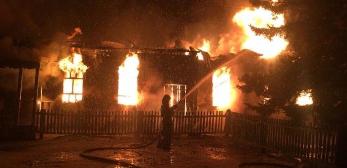 В Верх-Уймоне сгорел сельский дом культуры
