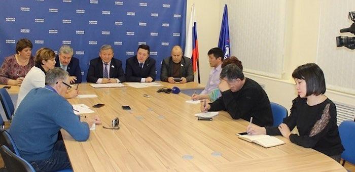 Участники съезда «Единой России» провели пресс-конференцию