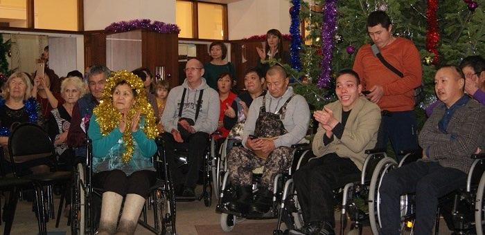 Новогодний праздник для людей с ограниченными возможностями прошел в Драмтеатре