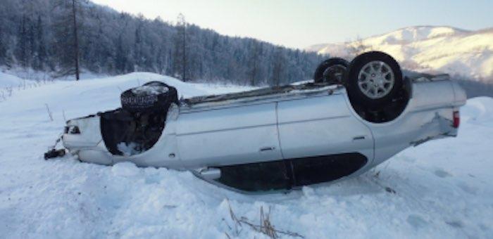 Пьяный житель Усть-Коксы перевернулся на Toyota Camry
