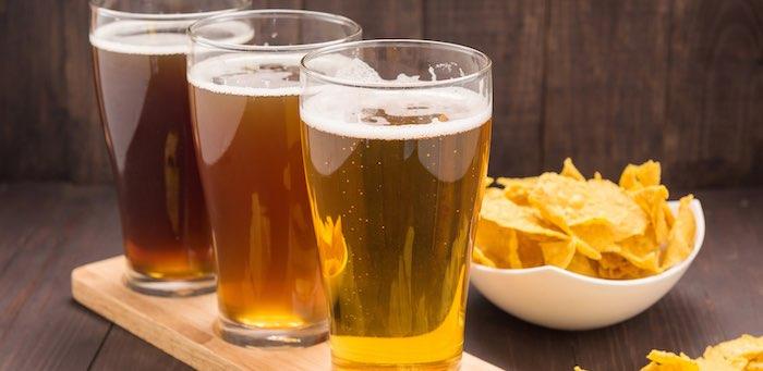 Денег не было, а выпить хотелось: мужчина утащил из магазина вино, пиво и сухари