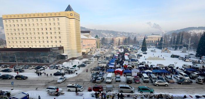 Движение автотранспорта у Дворца правосудия перекроют в понедельник