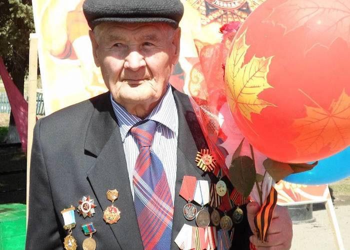 У села Красная Слобода отразил восемь контратак противника