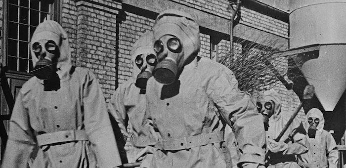 Готовил сослуживцев к отражению химических атак