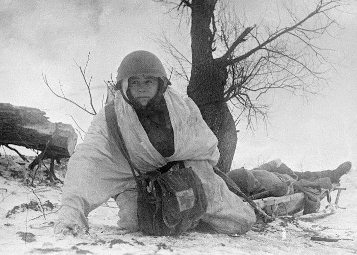 В сражении под Сталинградом вынес с поля боя 34 раненых воина