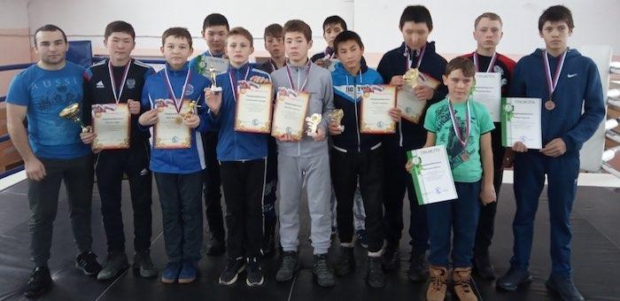 Алтайские спортсмены стали призерами кубка Кузбасса по кикбоксингу