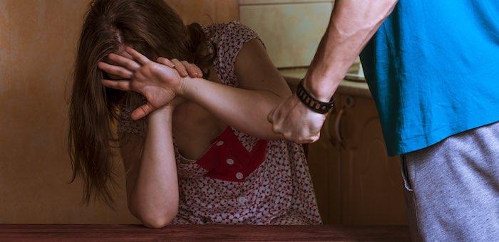 Нетрезвый мужчина избил беременную сожительницу