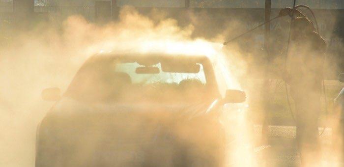 Загнал машину на автомойку и лишился 14 тысяч рублей